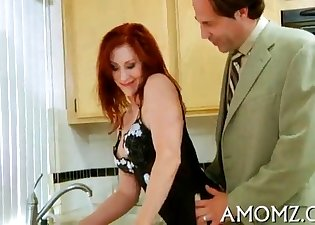 Redhead demonstrates her oral skills