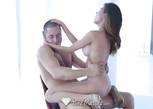 Asian goddess pleases her new friend